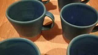 ターコイズブルーのマグカップの本焼きが終わりました。